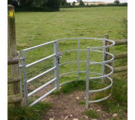 1.2m Woodstocks Kissing Gate Railed Hoops Self Closing