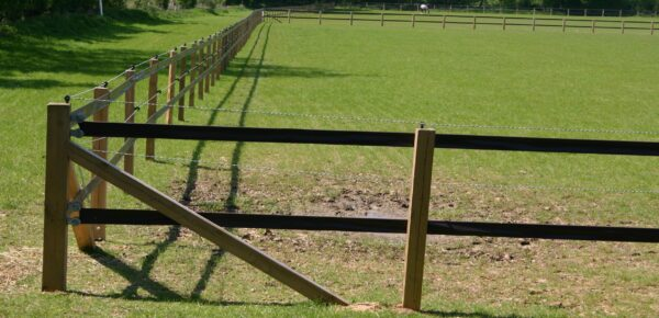 How To Install A Stud Rail Fence